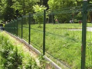Забор из сетки рабицы и сварной сетки в Донецке